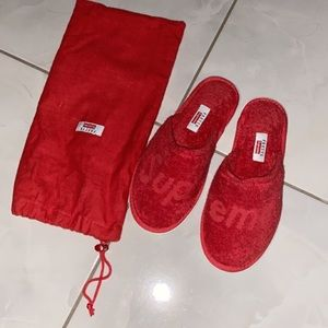 Supreme Slippers 100% authentic
